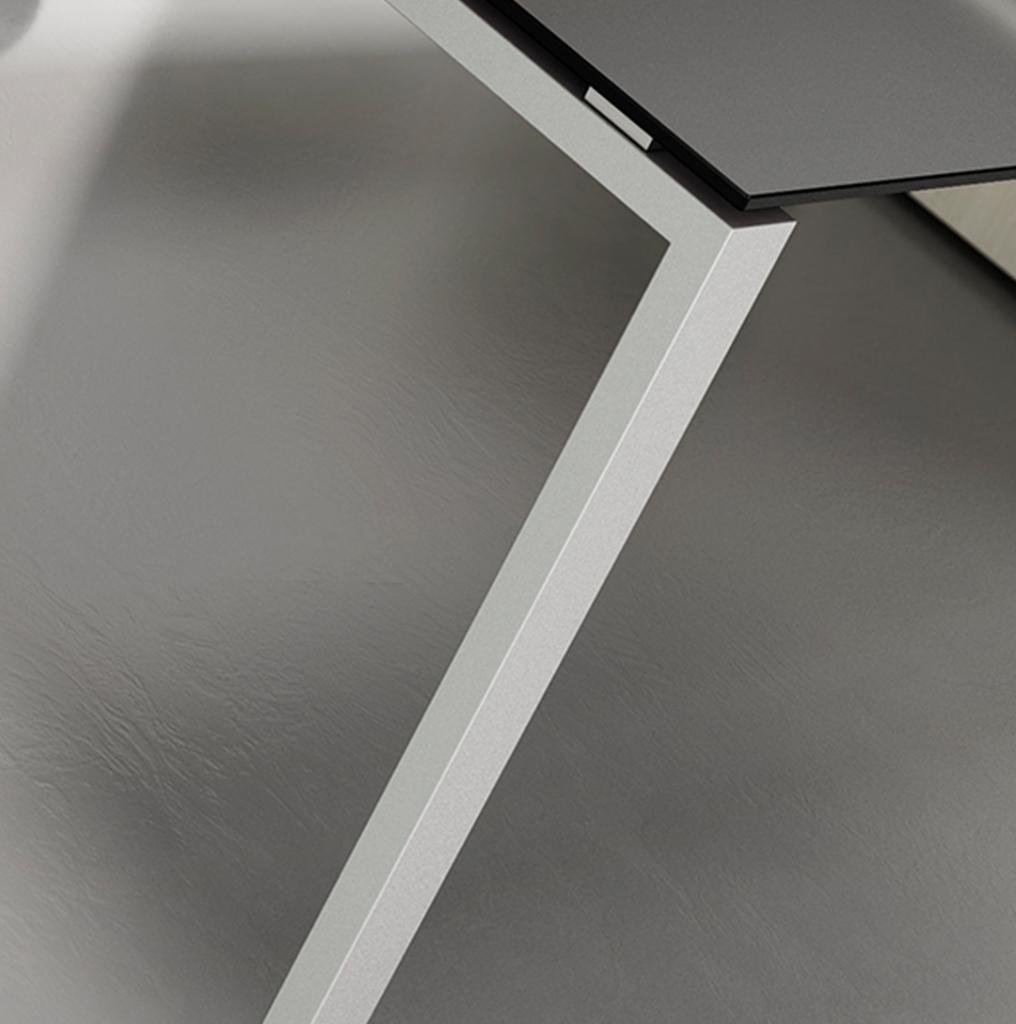 Sedici-noni workstation leg detail