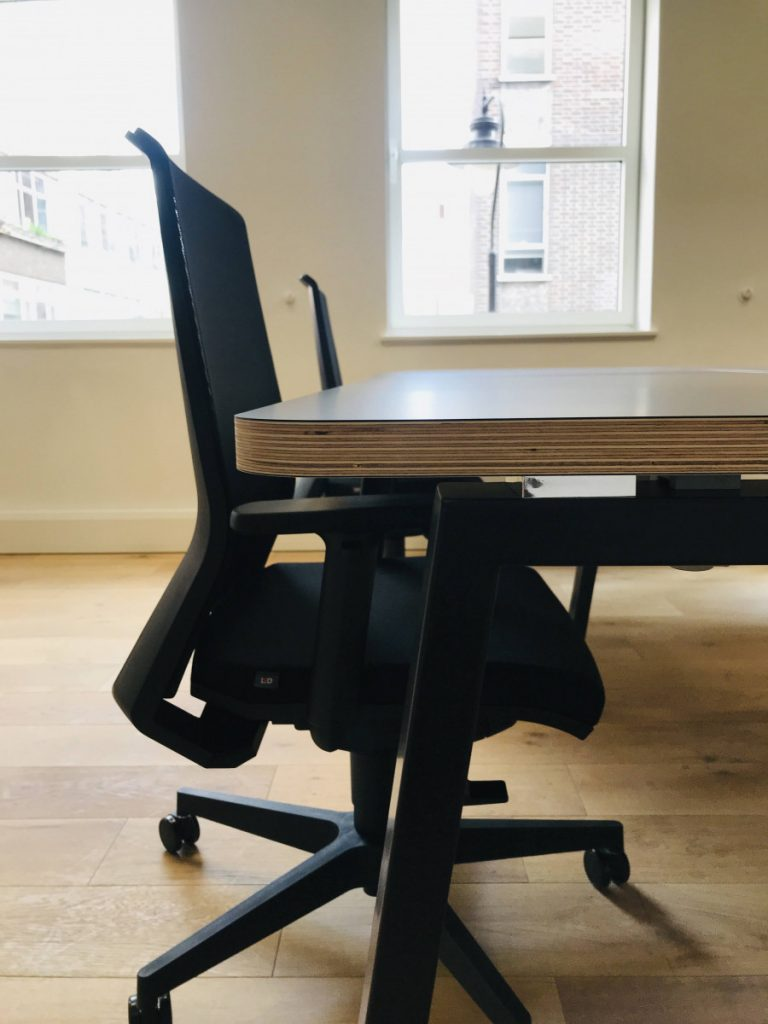 Sedici-noni S3 Fenix Ply-edge Tops in black with Look task chairs, wood floor