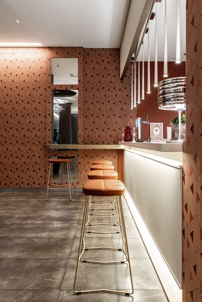 Leather osvaldo stools and gold base